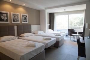 ESE Junior Club Quadruple Bedroom Salini Resort_0