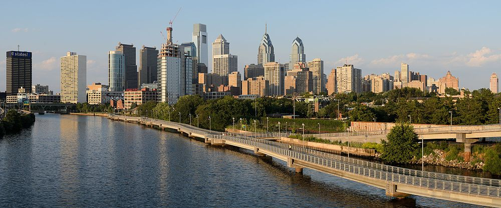 Philadelphia_from_South_Street_Bridge_July_2016_panorama_1